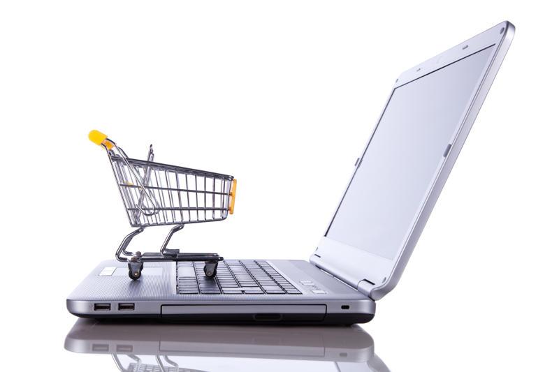 Online winkelen op een laptop