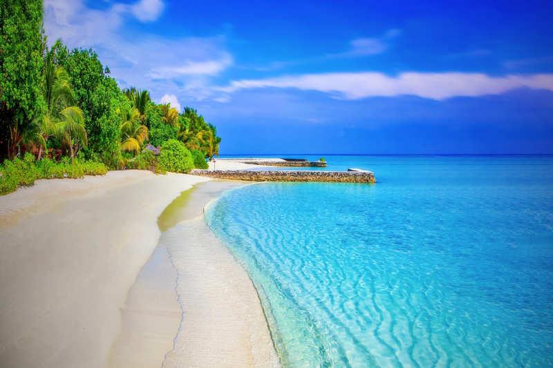 ksamil strand albania met helder blauw water