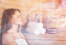 Vrouw in sauna