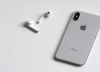 Iphone met draadloze oordopjes